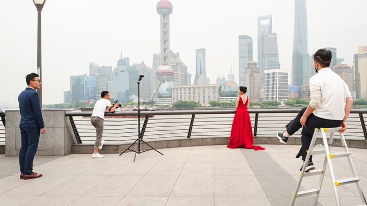 one of many wedding photoshoots along the Bund