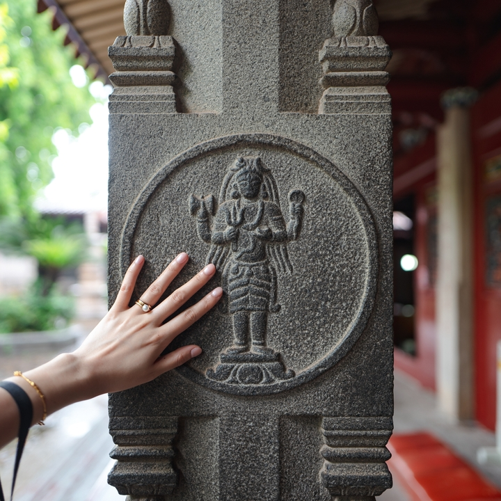 Tamil carvings in Kaiyuan Buddhist Temple